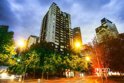 Southbank Condos: Large Three Bedroom Apartment on the 15th Floor!