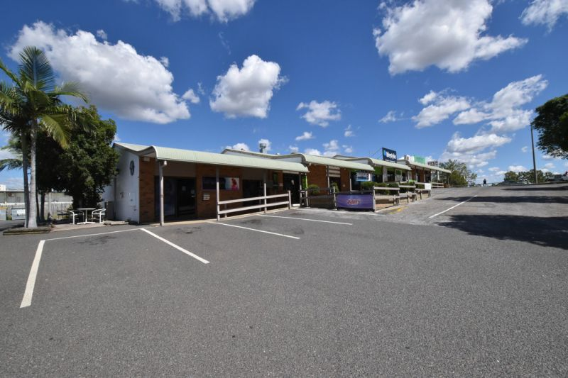 FOR LEASE - FORMER TAKE AWAY STORE - WITH KITCHEN & COLDROOM - CALLIOPE