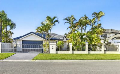 Large Family Home.. 19m* North Facing Waterfront