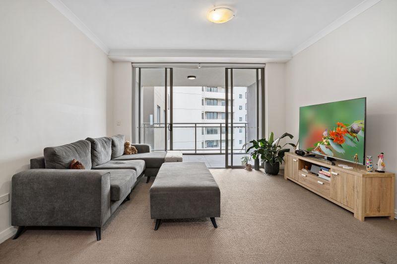 Bright & Airy, Modern Apartment
