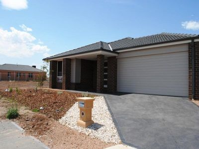 21 Tess Grove: Stunning Brand New Home!
