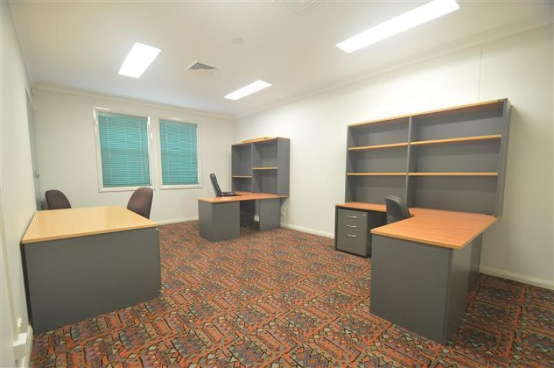 NEAT OFFICE SPACE