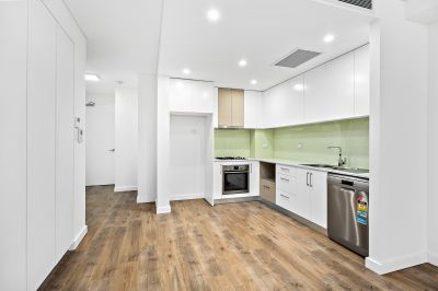$495 pw/ Stunning, Secure and Centrally Located.