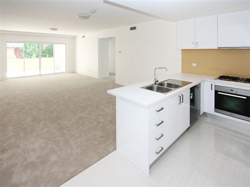 MODERN 2 BEDROOM EXECUTIVE PRIVATE GARDEN APARTMENT WITH DECK SECURITY PARKING