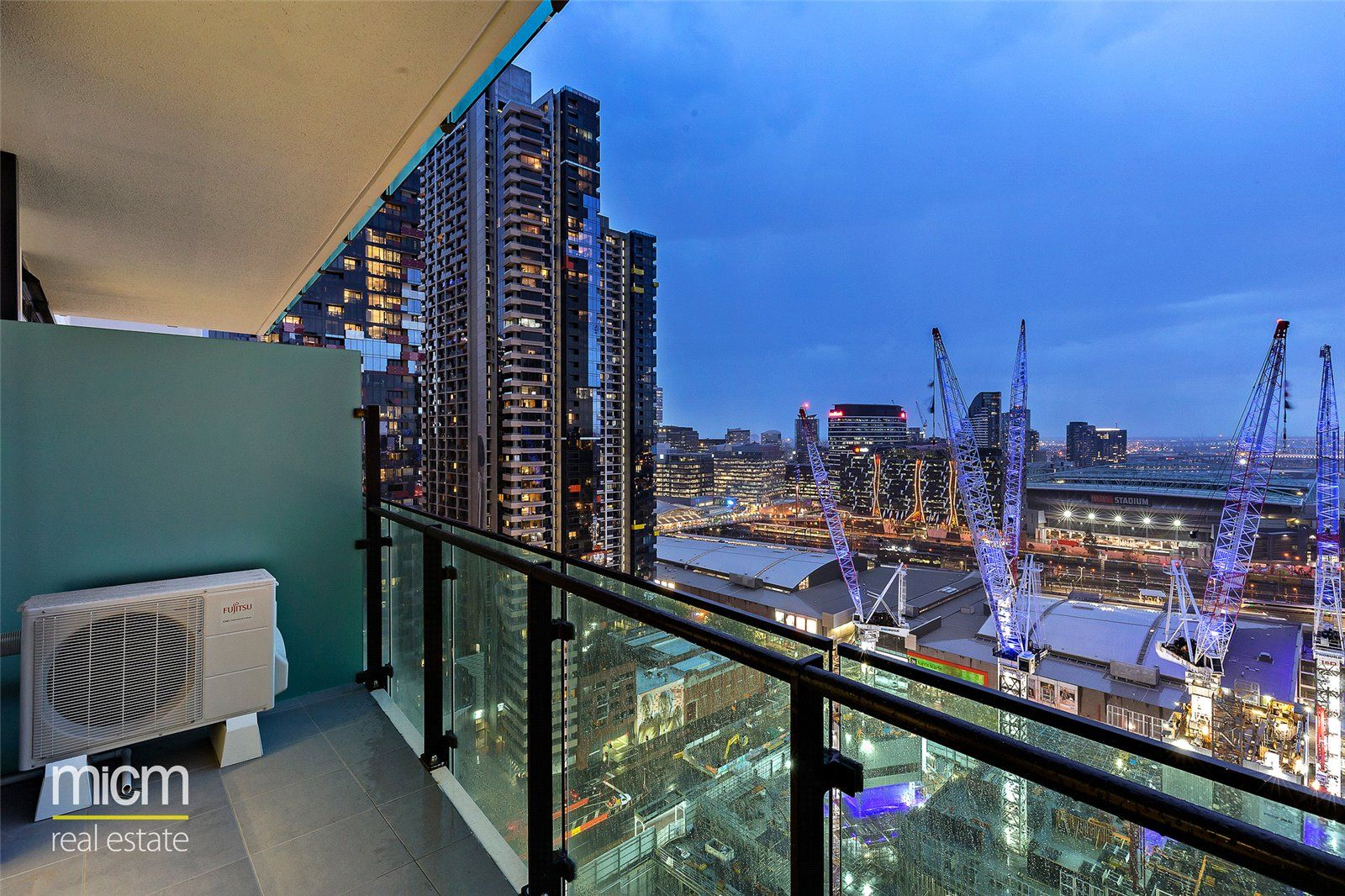 Australis: 37th Floor - Perfectly Positioned One Bedroom Apartment!