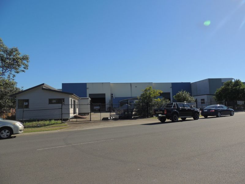 1,173m2* Warehouse And Office