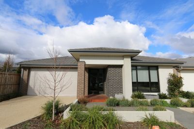 Immaculate Ex-Display Home – Riverwalk Estate