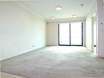 Bright and Large 1 Bedroom with the Ultra Convenience!