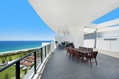 Penthouse with private roof top terrace, bbq area and spa!