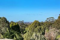 2 Bedroom Apartment with Views, Walk to Station