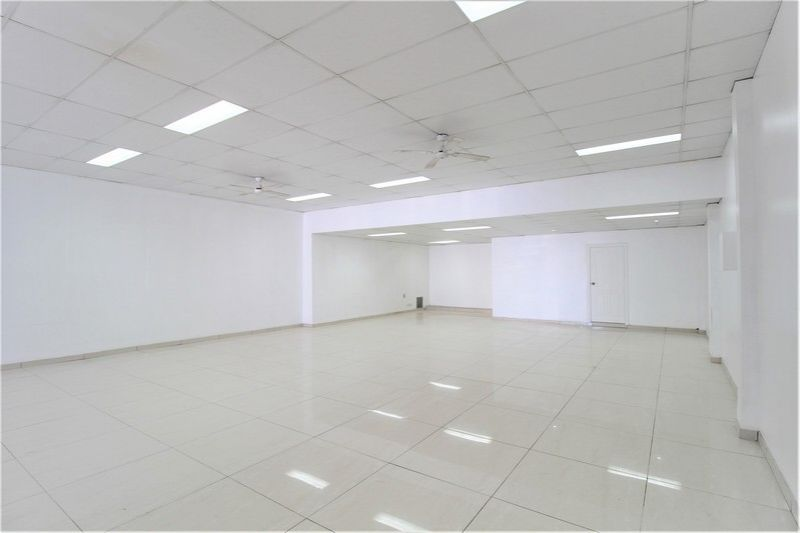 MODERN SHOWROOM/RETAIL/OFFICE WITH MAIN ROAD EXPOSURE!