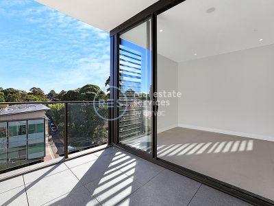 Bright 1-Bedroom Apartment with Study Nook in Marrick & Co
