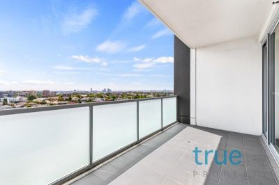 = HOLDING DEPOSIT RECEIVED = MODERN ONE BEDROOM PLUS STUDY WITH AMAZING VIEWS
