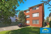 Cosy 2 Bedroom Unit. Stroll To Parramatta Park. 5 Minutes' Walk To Westmead Train Station, Shops & Hospital.