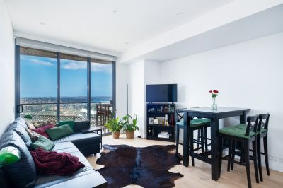 Luxury near-new apartment with stunning harbour and city views