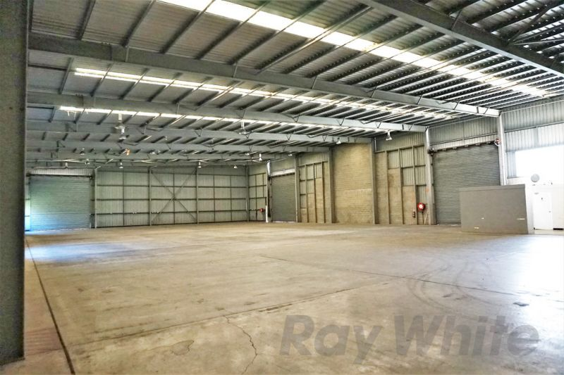 For Lease: 1,467sqm* FUNCTIONAL TRADECOAST INDUSTRIAL FACILITY