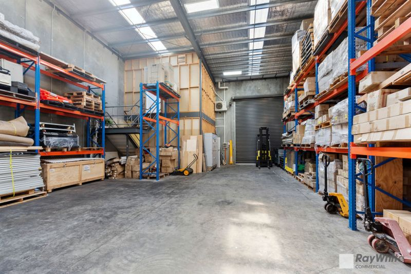 OFFICE / WAREHOUSE IN PRIZED ESTATE!