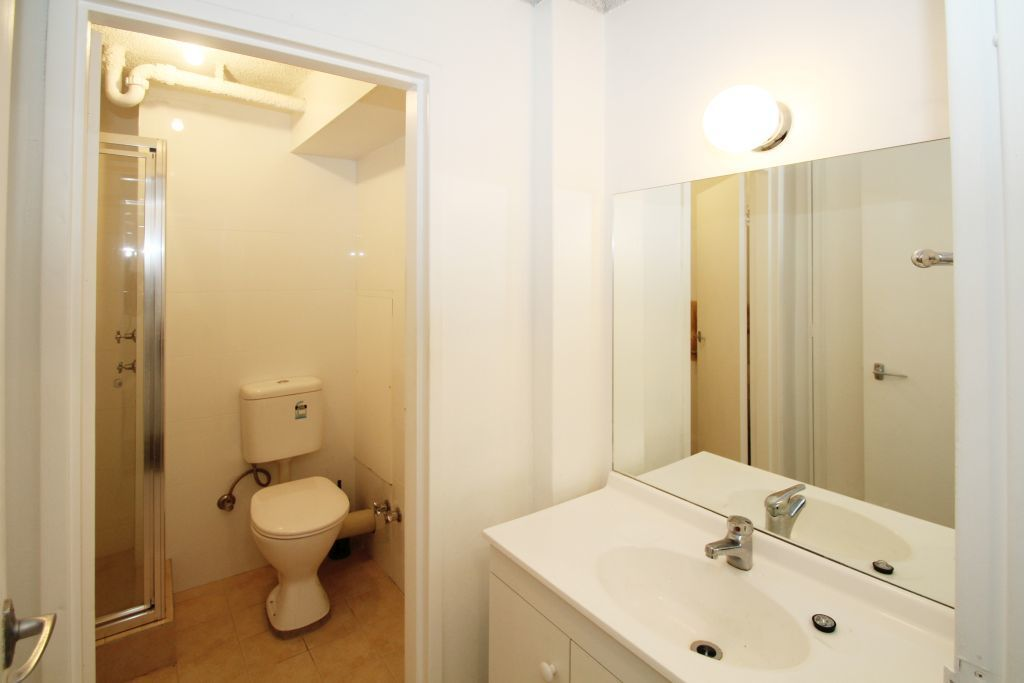 SPACIOUS STUDIO RIGHT IN THE HEART OF BONDI JUNCTION!