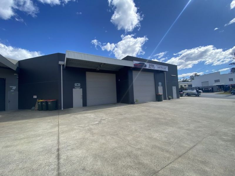 Industrial unit with mezzanine and office space within popular Isles Drive Estate...