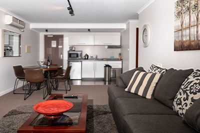 Beautifully presented fully furnished top floor apartment