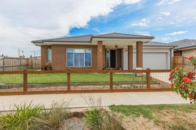 SPACIOUS 4 BEDROOM, 3 LIVING AREA HOME
