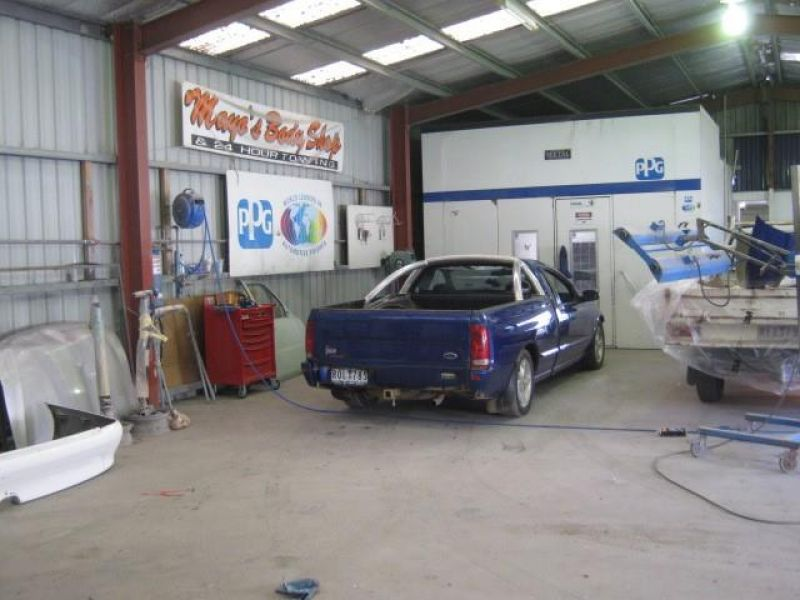 ACCREDITED PANEL BEATER / SPRAY PAINTER – LARGEST IN THE AREA