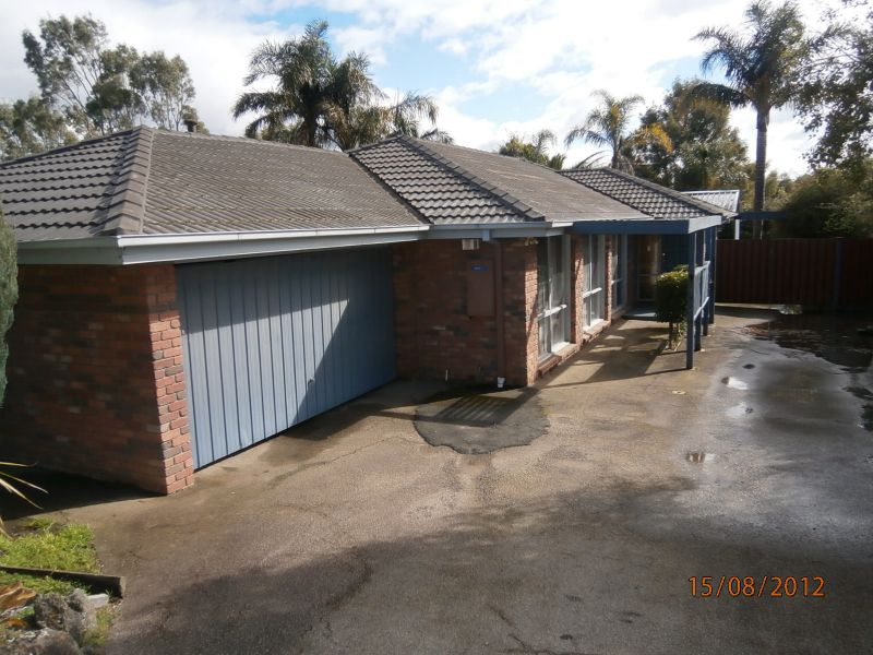GREAT FAMILY HOME WITH LARGE LIVING AREAS!