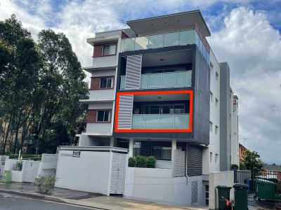 Total area approx.129 m2, 2 bedrooms plus large study room with window.