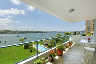 Inspiring Views and an Idyllic Waterfront Setting