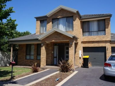 4 bedroom family Home, in a popular pocket of Caroline Springs.