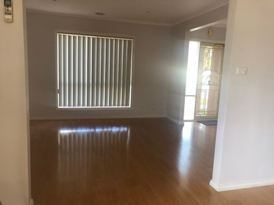 HOUSE FOR RENT IN SUNSHINE WEST