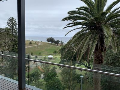 Renovated Beachfront Apartment. Sun, Sand And Surf At The Doorstep