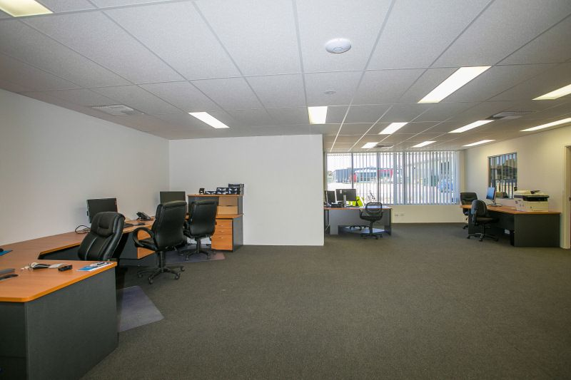 RARE FREEHOLD SITE OFFICE / WAREHOUSE WITH EXCESS HARDSTAND