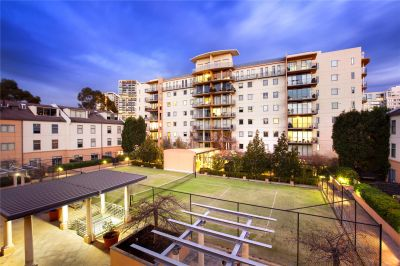 Southbank Royale: Stunning Two Bedroom Apartment Awaits!