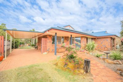 STUNNING BRICK WITH THAT WARM HOMELY FEEL - ULTRA PRIVATE, A MUST SEE!