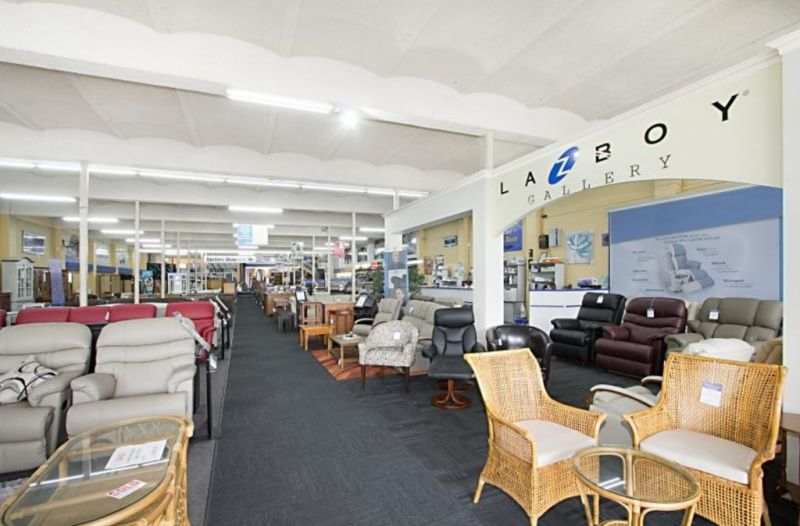 Large Showroom in CBD