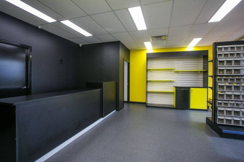 SHOWROOM / OFFICE / WAREHOUSE - GREAT LOCATION & EXPOSURE