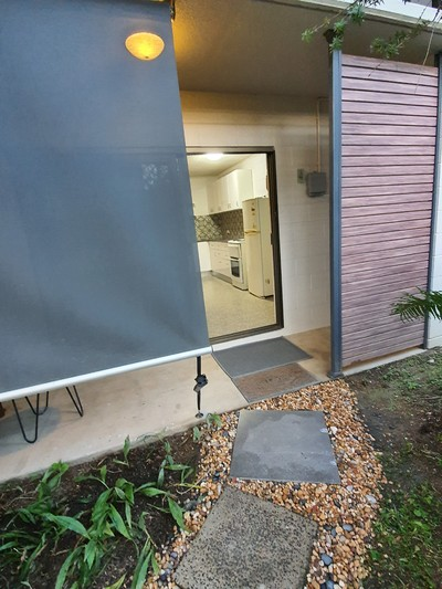 Newly refurbished 1brm unit in quiet complex with pool