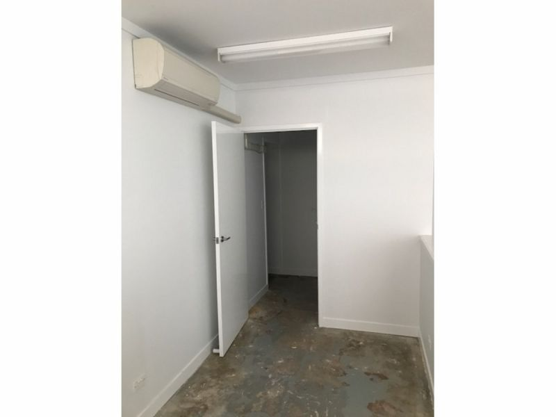 Cheap Office/Retail Shop - Newly renovated