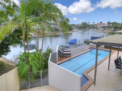 Renovated Waterfront Entertainer