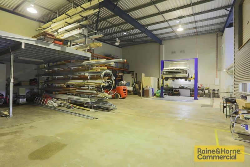 290sqm Top Quality Showroom/Office and Storage Space