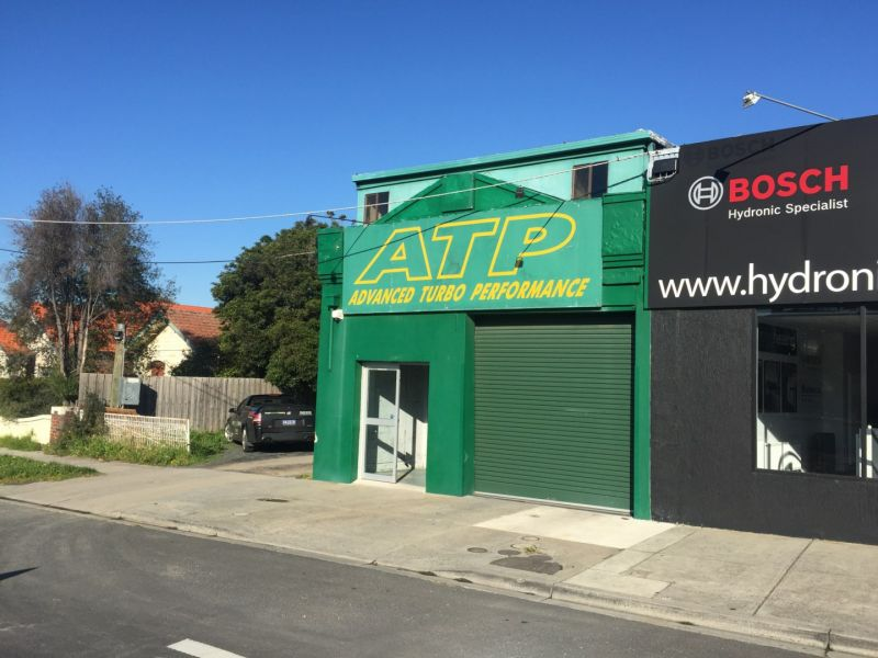 288M2* MAIN ROAD WAREHOUSE / SHOWROOM / WORKSHOP WITH SIGNAGE RIGHTS!