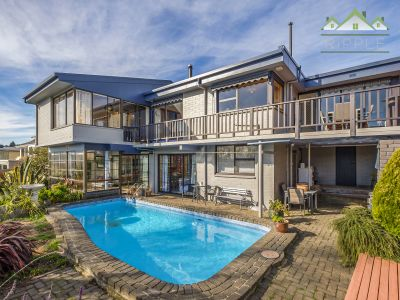 A SUBSTANTIAL 259M2 HOME FOR THE FAMILY ENTERTAINER WITH OUTSTANDING VIEWS & SUN!