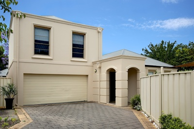 Stylish, Executive Townhouse - Where Elegance Meets Convenience