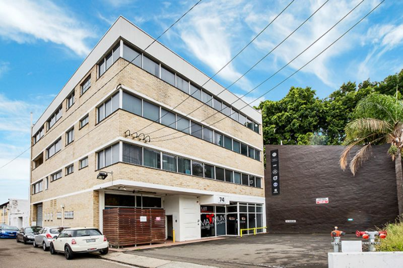 Freehold Corner Building - Ample Carparking & Upside