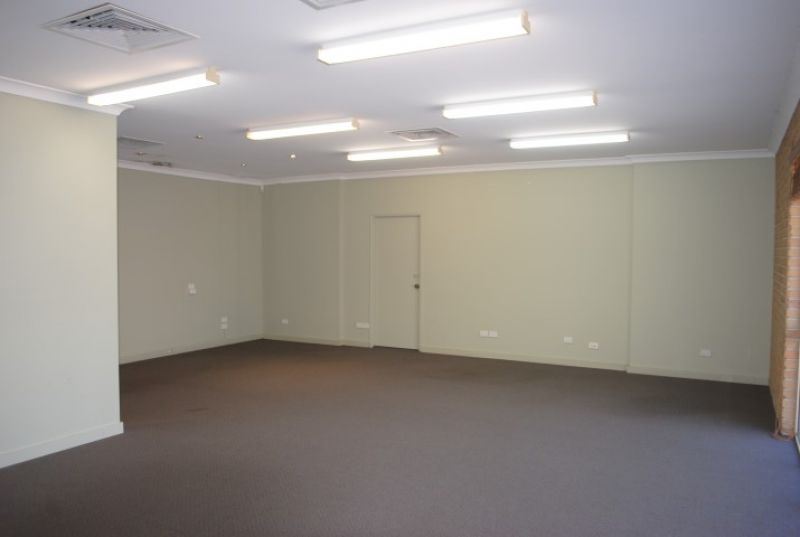 151m2* GROUND FLOOR OFFICE WITH PARKING