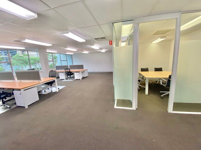 100 sq m Light fIlled, modern office space with Balcony!