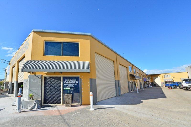 High Clearance, Clean & Tidy Industrial Warehouse in Warana