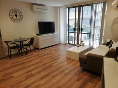 Stylish Living - Walking Distance to the  Beach