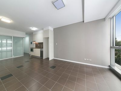 LARGE 1 BED CBD APARTMENT